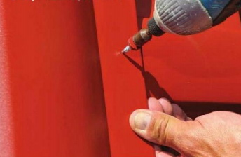 Замена металлочерепицы и ремонт кровельного железа