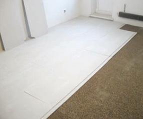 Гипсоволокнистый лист на полу