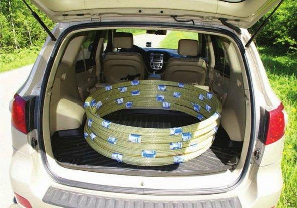 Бухта композитной арматуры в легковом автомобиле