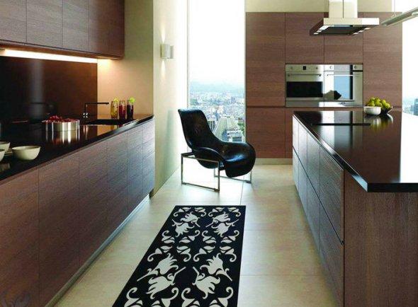 Рядное расположение мебели в кухне.