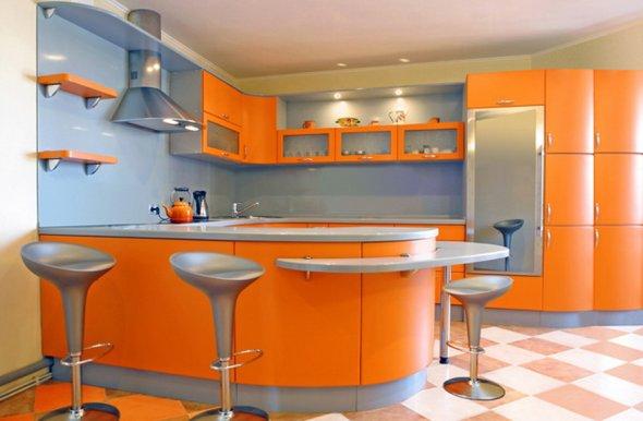 Апельсиновый цвет в кухне.
