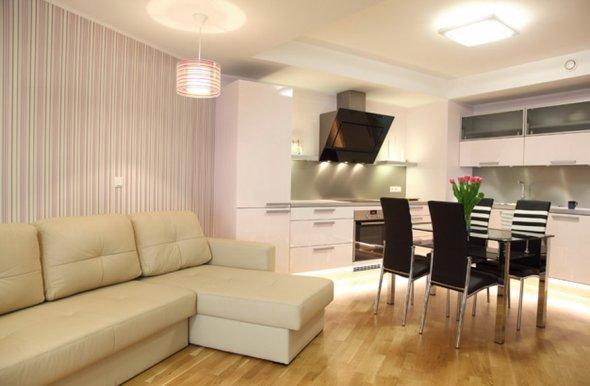 Совмещение гостиной и кухонного блока.
