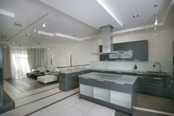 Фотография интерьера кухни.
