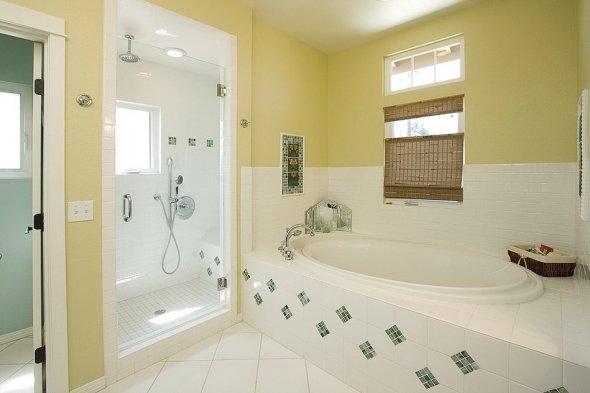 Классическая расцветка в ванной комнате.