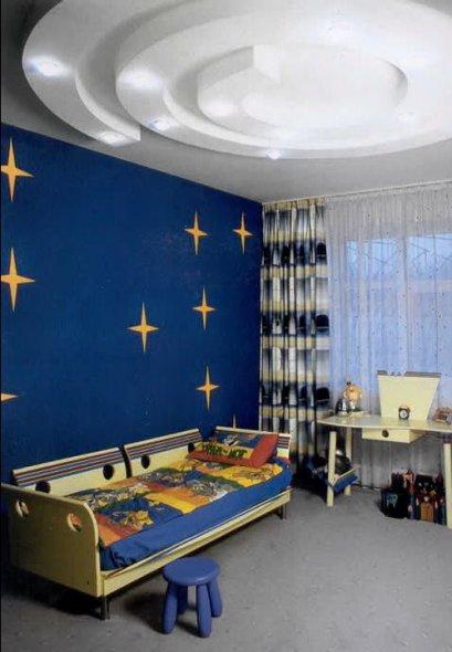 Потолок со светильниками в детской комнате