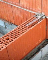 Стыковка внутренних перемычек к стенам из керамических блоков