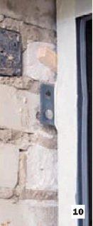 Крепление входной двери с помощью пластин