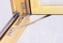 Фурнитура на деревянных окнах