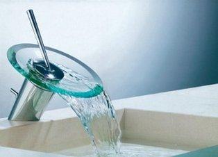 Свободный излви воды из смесителя