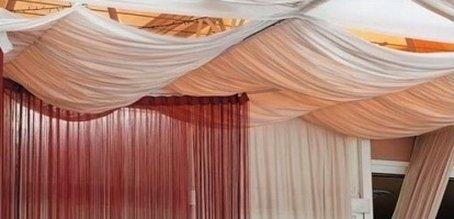 Отделка потолка тканью