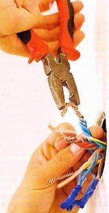 Скрутка проводников плоскогубцами