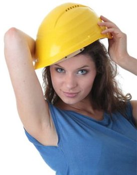 Девушка делающая ремонт