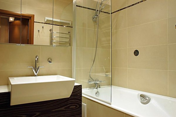 применение стекла для отделки ванной комнаты