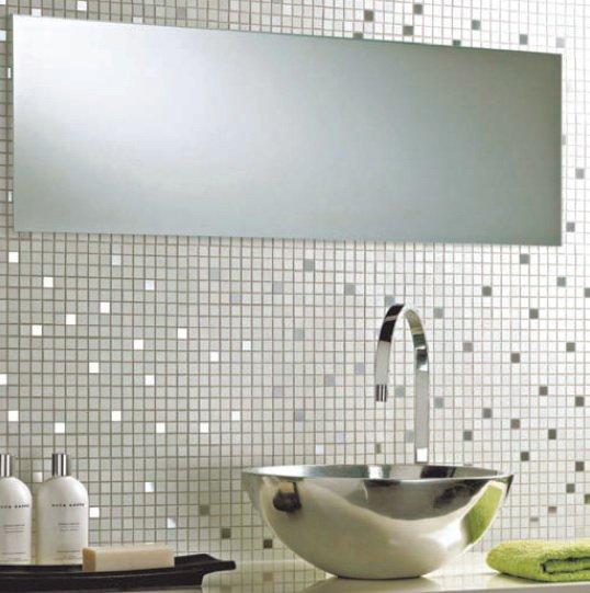 Металлическая плитка в ванной комнате
