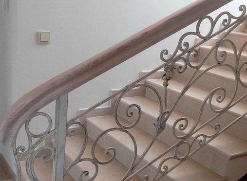 Отремонтированная бетонная лестница