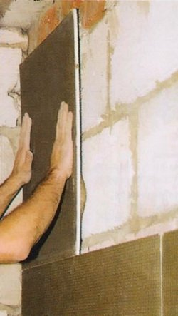 Закрепление плиты на стене