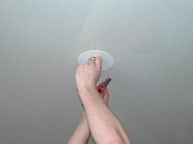 Установка осветительных приборов в натяжном потолке