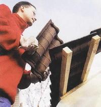 Установка черепицы на скате крыши