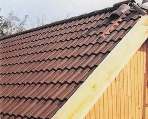 Крыша покрытая цементно-песчаной черепицей