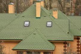 Дом покрытый битумной черепицей