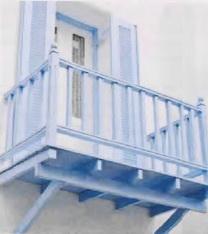 Деревянны балкон с кронштейнами