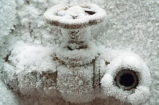 трубопровод замерз зимой
