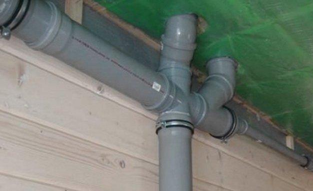 Разводка канализационных труб вне жилого помещения