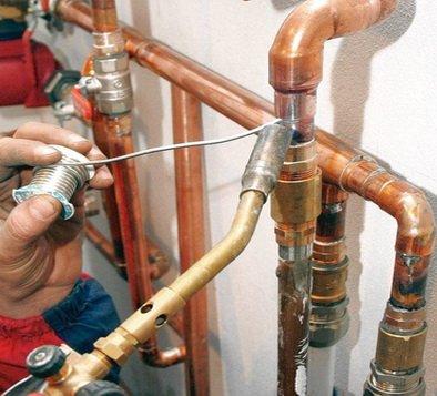 Трубопровод из медных труб для водоснабжения дома