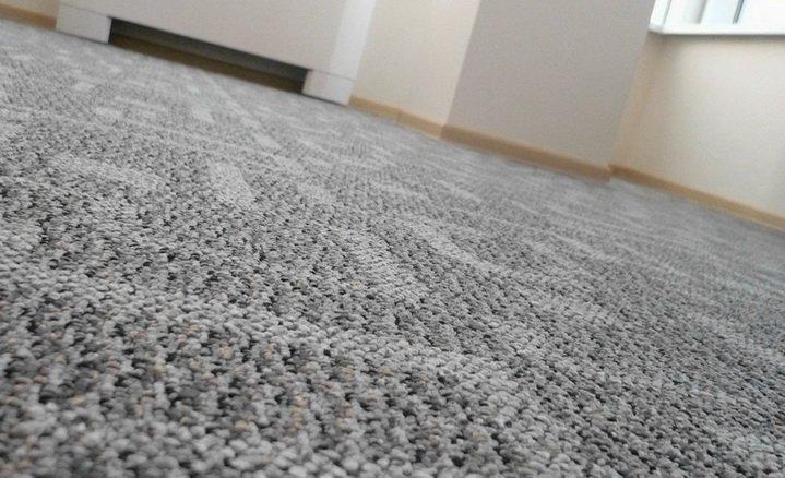 Комната застеленная ковролином