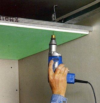 Монтаж потолка и простота конструкции - возможность применить в ванной