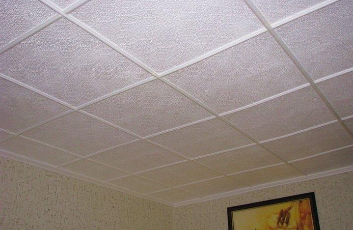 Наклейка плитки - простая отделка потолка