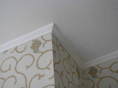 Оформление потолка обоями