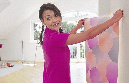Цветные обои для наклейки на потолке