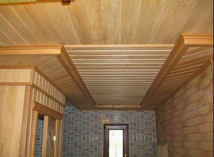 Потолок сделанный из вагонки