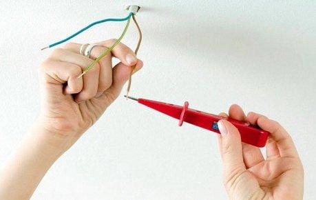 Индикатор позволяет проверить находится ли провод под напряжением