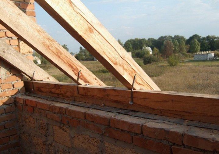Размещение стропил, слегов, мауэрлата на крыше