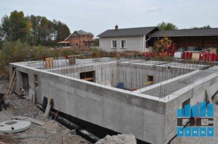 Строительство дома из бетона путем отливки