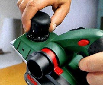 Регулятор резанья на передней ручке рубанка