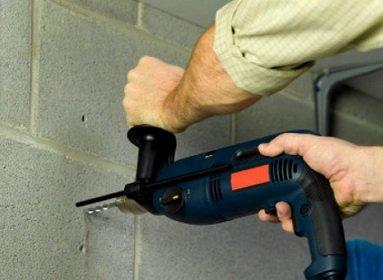 Ударной дрелью можно сверлить бетонные стены