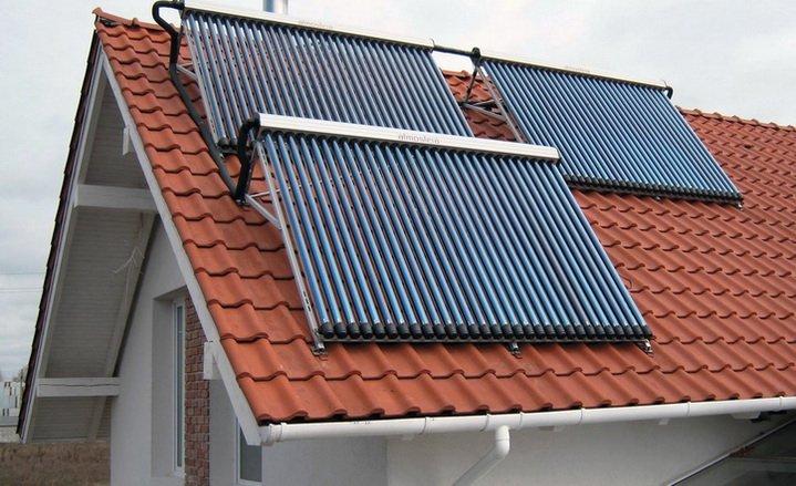 Солнечные коллектора установленные на крыше