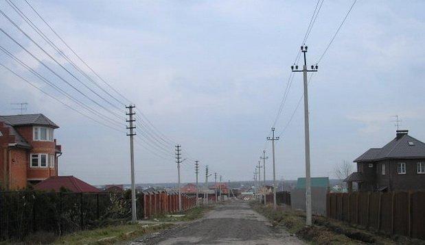 Поселок, владельцев электросетей много