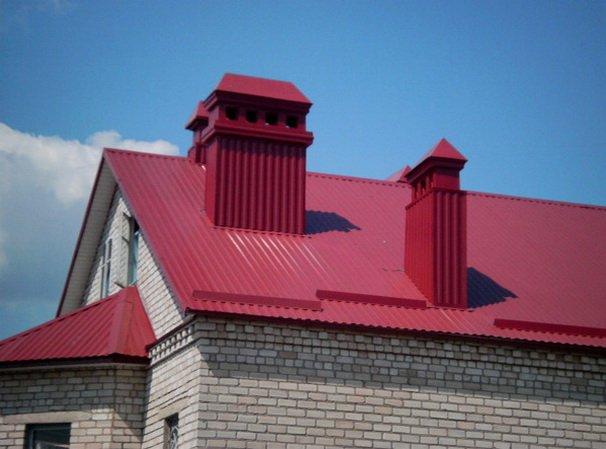 Дом с крышей покрытой профлистом
