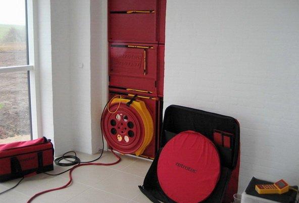 Специальное устройство для проверки воздухопроницаемости всего дома