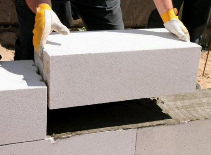 Строительство стены из высококласных блоков газобетона
