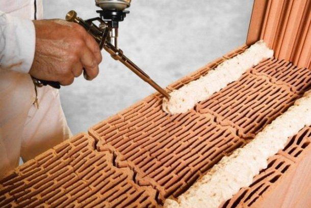 Пена для скрепления керамических блоков