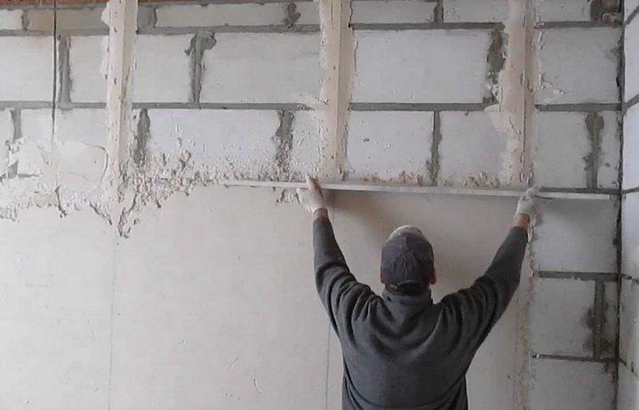 Стена из блоков должна штукатурится
