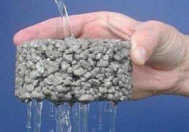 Крупнопористый керамзитобетон пропускает через себя воду