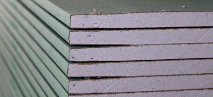 Листы стенового гипсокартона хорошо выравнивают стены
