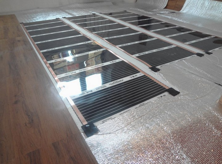 Укладка нагревательной пленки на особую отражающую подложку