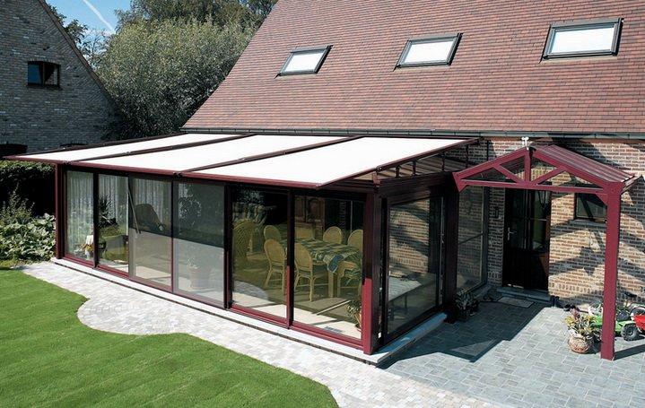 Веранда с стекланными панелями пристроенная к дому